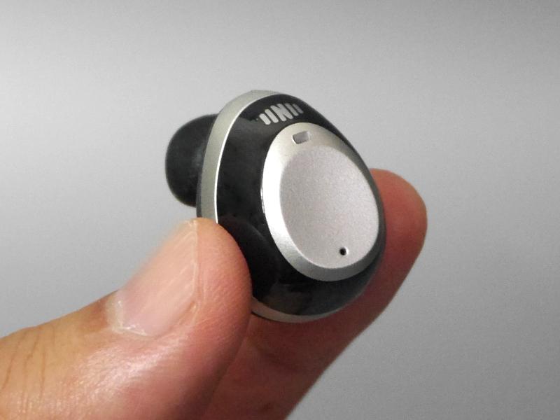 ピースの側面がタッチインターフェイスになっており、タップや長押しなどの操作が行えます