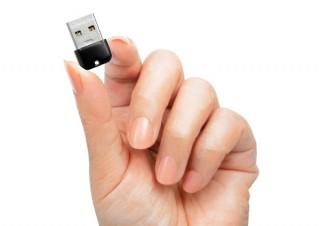 アイ・オー、小型軽量でカラフルなUSBメモリ「U3-CPSLシリーズ」を発売