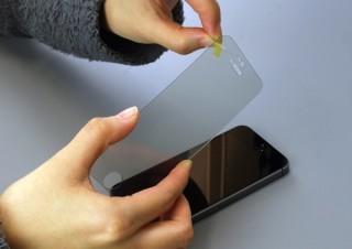 割れ・傷に強い有機ガラス素材のiPhone 5s/5cブルーライトカット保護フィルム