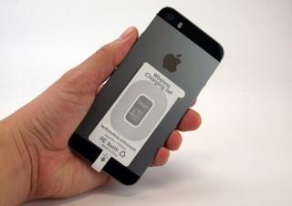 スペック、iPhone向けワイヤレス充電シートと専用チャージボードのセットを発売