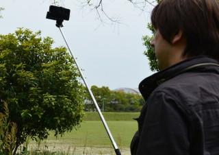 スマホ自撮りのmonopod、手元でシャッターを切れる新製品