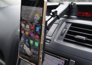 伸縮アームで好きな位置にセット可能!上海問屋の車載用スマホ・タブレットホルダー