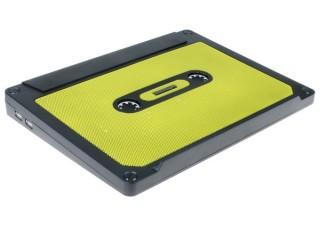 カセットテープ型の謎デザインを採用!上海問屋が15インチ対応ノートPCクーラーを発売