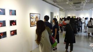 日本アート教育振興会の認定講座を修了した若手によるコンセプト写真の展覧会「アートフォト展」