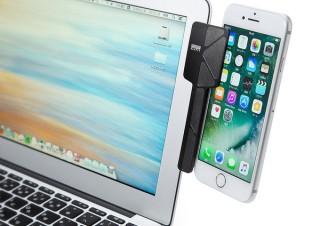 サンワサプライ、スマホやタブレットをパソコンのディスプレイと並べて固定できるクリップを発売