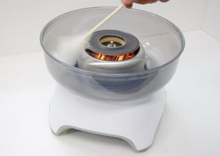 イーバランス、家庭で手軽に綿菓子を作れる「わたあめ製造機 あめdeシェフ」を発売