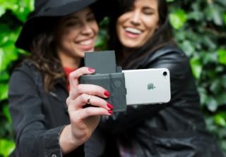 iPhoneの写真をインスタントですぐにプリントできる「PRYNT POCKET」の一般発売開始