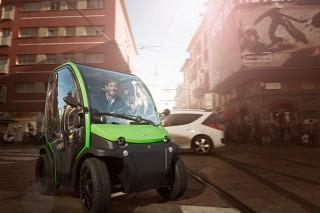 家庭用コンセントで充電できるイタリア製の小型電気自動車「BIRO」の試乗会が開催