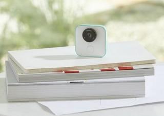 家に置いておくと家族やペットのベストショットを自動で撮るカメラ「Google Clips」