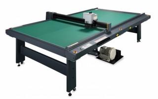 4×8板サイズに対応するフラットベッドカッティングプロッタ「CF22-1225」をミマキが発売