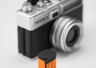 フィルム風カートリッジを入れ替えて写真の味付けを変えるデジカメ「ヤシカ Y35」