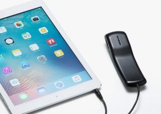 サンワ、受話器型のデザインで自然なインターネット通話を行えるハンドセットを発売