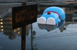 国民的キャラクターを用いて文化の浮き沈み等を表現した衝撃作、岡本光博の「ドザえもん展」