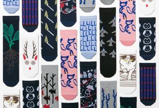 167人のクリエイターそれぞれがデザインした個性的な靴下の展示販売「つつの靴下展」