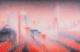 朱墨と黒墨を同時に使った絵画や書の作品などを展示する王舒野氏の個展「可観恒静」
