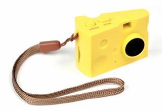 ケンコー・トキナー、チーズの形の小型トイデジカメ「DSC Pieni Cheese」を発売
