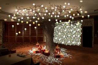 ニコライ・バーグマン氏が雪と花の幻想的なアート空間を演出した「Winter Garden Lounge」