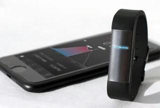 ヴェルテより、血中アルコール濃度をリアルタイムで測定できるウェアラブルデバイス「PROOF」発売