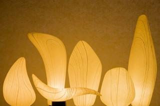 住空間で映えるダイナミックな和紙表現に取り組む堀木エリ子氏の個展「和紙灯りのオブジェ」
