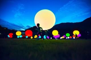 チームラボによって夜のデンパークをインタラクティブなデジタルアート空間に変えるイベントが開催