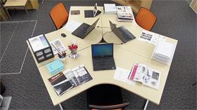 オフィス24、前回即完売!の大好評を受けてブーメラン型デスクの販売を再開