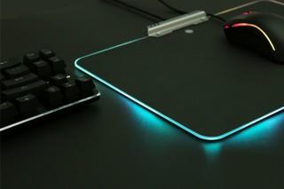 上海問屋、タッチセンサーでLEDの発光カラーを切り替えられるマウスパッドを発売