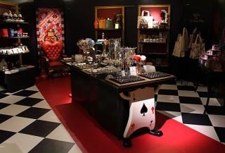 不思議の国のアリスの世界がテーマの人気店「水曜日のアリス」が梅田に期間限定ショップをオープン