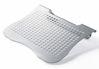 サンワサプライ、キーボード入力が快適になるスチール製ノートPCスタンドを発売