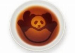 """醤油を注ぐとパンダが""""ころがる・だれる、あるく""""ヴィレヴァンから「パンダ醤油皿」発売"""