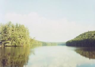 自作のピンホールカメラでの撮影を得意とする住山洋氏の写真展「Sea of Tranquility – 静かの海 –」