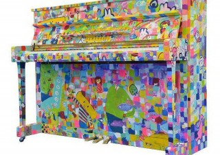 自由に弾けるペイントピアノを展示するヤマハミュージックのイベント「LovePiano」