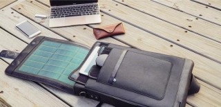 ビレッジグリーンのソーラーパネル内蔵スマートバッグ「Moovy」は、素材にもこだわったフランス発・本革製