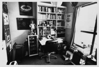 没後35年を記念して1000冊以上の蔵書が公開される「寺山修司不思議書店」