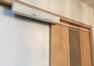 自宅・店舗の引き戸を後付けで自動ドアにできるキット「オートスライド」が改良新登場