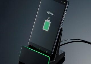 """スマホがワイヤレス充電非対応でも""""置くだけ充電""""を可能にする「充電ケーブルスタンド」"""