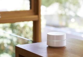 インテリアにもなじむ、メッシュネットワーク対応の家庭用Wi-Fiルータ「Google Wifi」。4月26日より日本発売開始