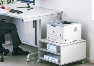 サンワサプライ、高さを抑えたレーザープリンター用のスタンドを発売