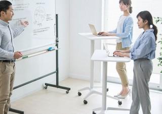 サンワサプライ、立ち・座りの両方に対応する「ガス圧昇降デスク」を発売
