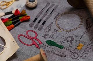 塗り絵のようなファブリックなど新スタイルの手芸を提案する「ルシアン クリエイティブスペース」