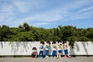 おそ松さんの新しい撮り下ろし写真が展示されている「6つ子写真展&アフターバースデー」