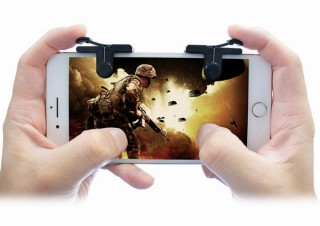 人気のバトルロワイヤルゲームに最適!射撃を人差し指で操作できる「スマホ用コントローラー」