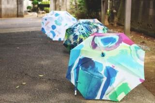 購入金額の一部がクリエーターに届く、デザイン傘の販売・購入サービス「Luck+Designers」