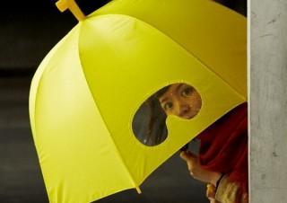 傘を深くさしても前がしっかり見える潜水艦のような「ゴーグル傘」、ヴィレヴァンより
