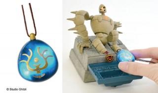 バルス!と唱えると本当に光る「飛行石」ペンダントが登場。7月には連動するロボット兵の発売予定も……
