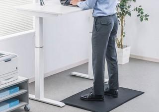 立ち仕事の下に敷けばクッションで体圧分散&静電気除去が可能な「疲労軽減導電マット」