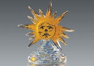 デザイン性が高い香水瓶の世界を楽しめる展覧会「ヴィンテージ香水瓶と現代のタピスリー」