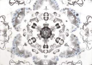 約40点の作品が展示される平野淳子氏の個展「-記憶- 墨 和紙 絹 箔 版 そしてデジタルと…」