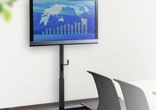 テレビを壁にピタリと寄せられる「テレビスタンド」、会議室や展示会、家庭でも