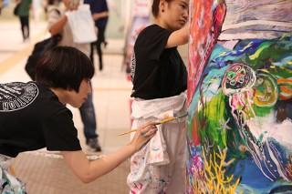 学生たちが柱にアートを描く過程を生で楽しめる「第3回 五大美大生によるPillar Art コンペティション」