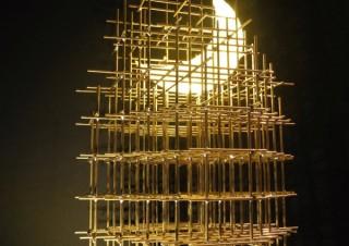 明和電機など金属に魅せられた現代アート作家が競演している造形作品展「メタル フェティッシュ」